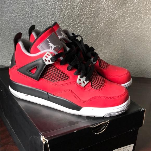 Air Jordan 4 Retro - Size 6 Youth